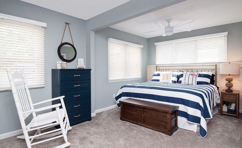 Sinakashall pakub täiuslik taustaks rõõmsameelne rannas stiilis magamistuba