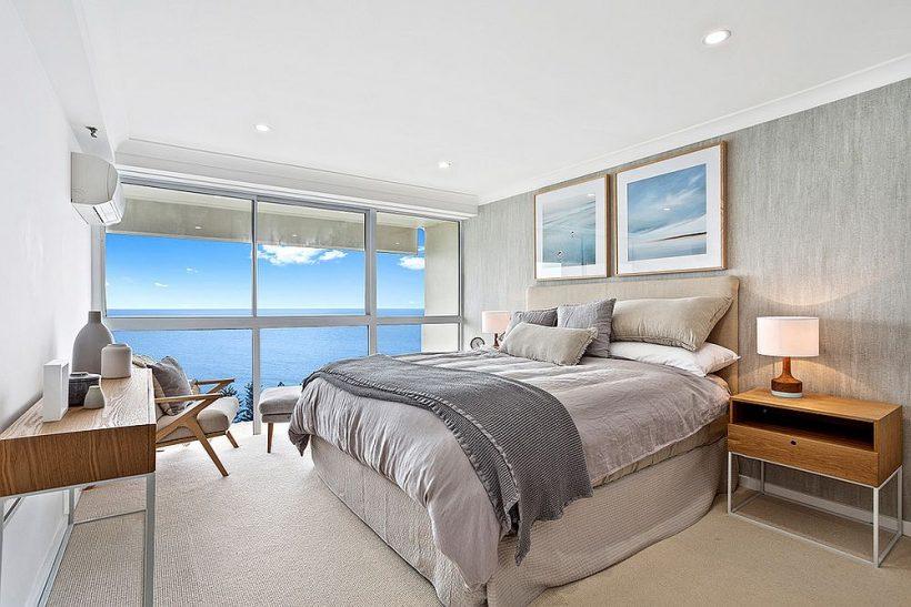 dormitorio de estilo contemporáneo en la costa gris y azul