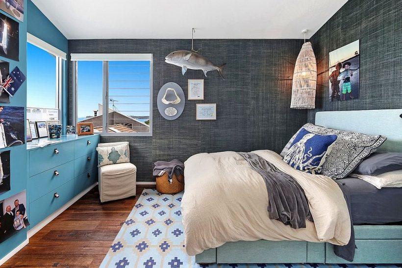 Exquisita dormitorio de estilo tropical en gris azul y estoico vivaz