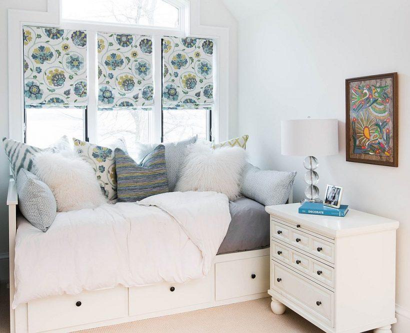 Ahorro de espacio de almacenamiento con la cama es perfecto para la pequeña habitación de invitados