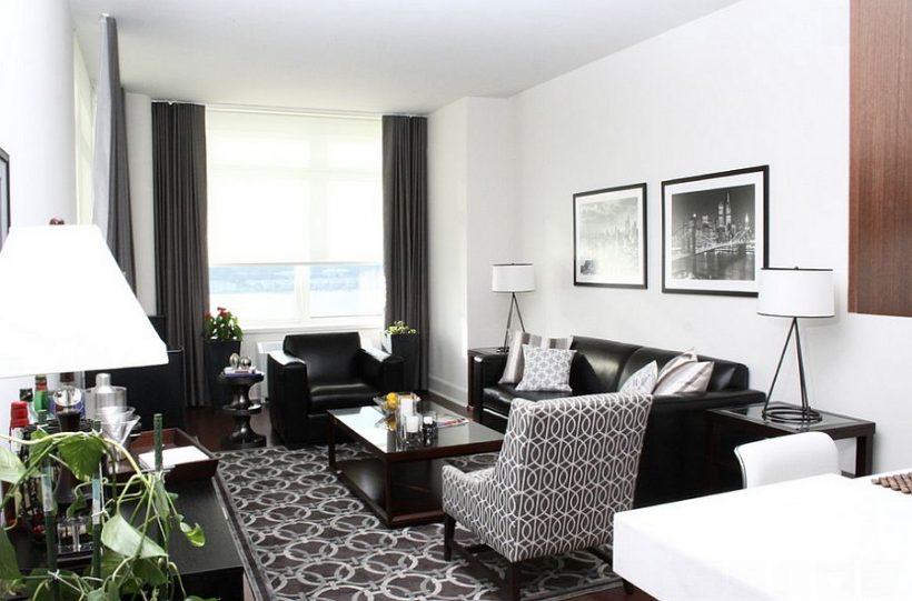 stanza nera e un soggiorno con un pizzico di verde