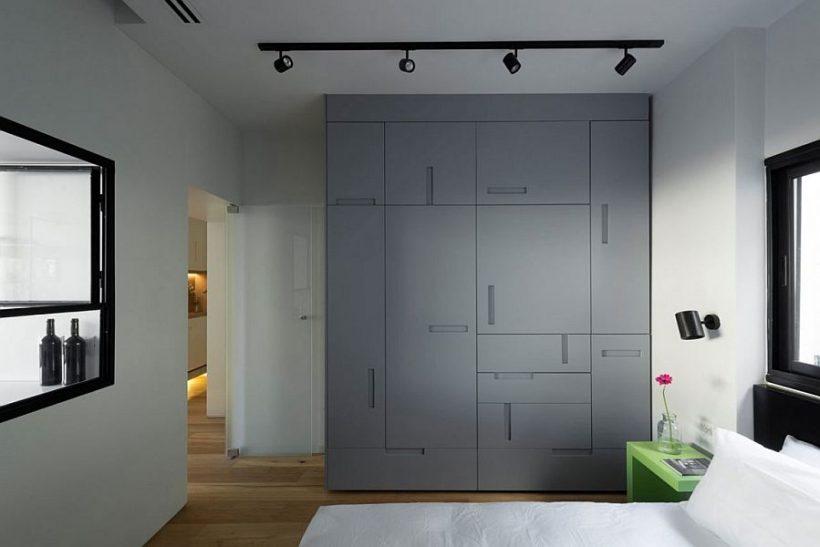 Custom magamistuba garderoob üheselt paigutatud käepidemed