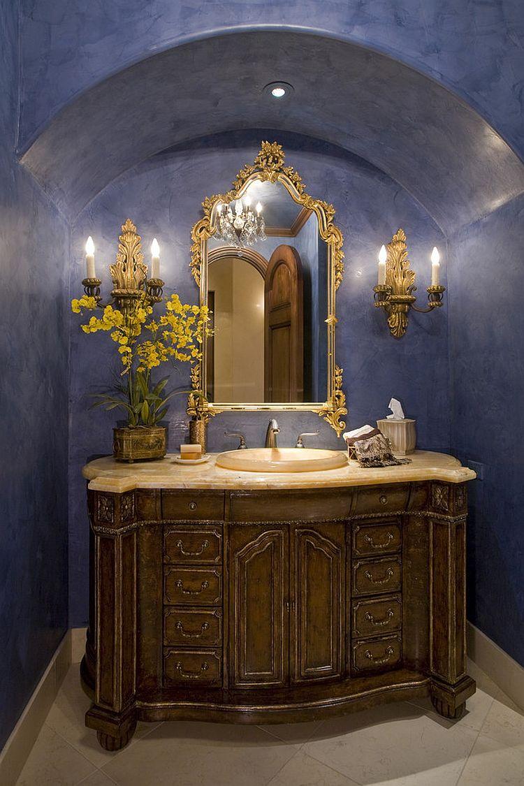 Anéantissant salle d'eau en bleu clair et un tableau de bord d'or