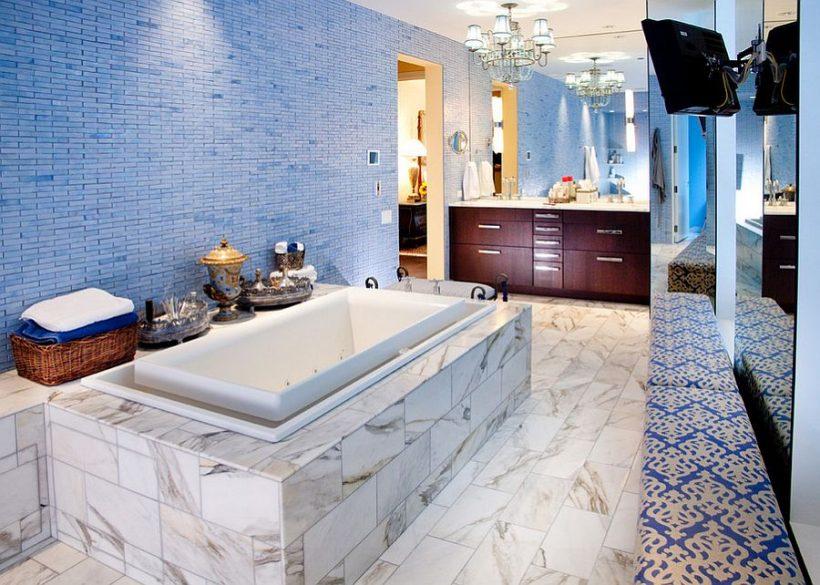 Exquisite izmantošana zilā flīzes vannas istabā