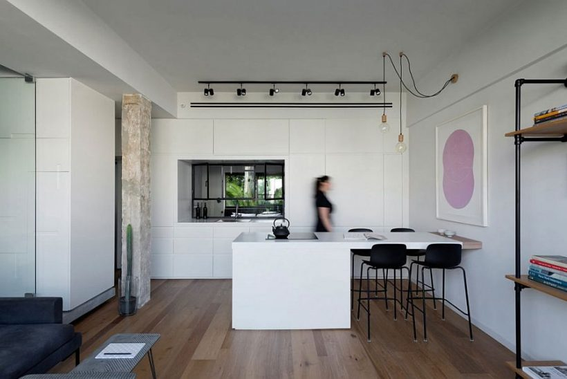 Laiendatud köök saarel toimib cool söögilaud ja aitab piiritleda ruumi