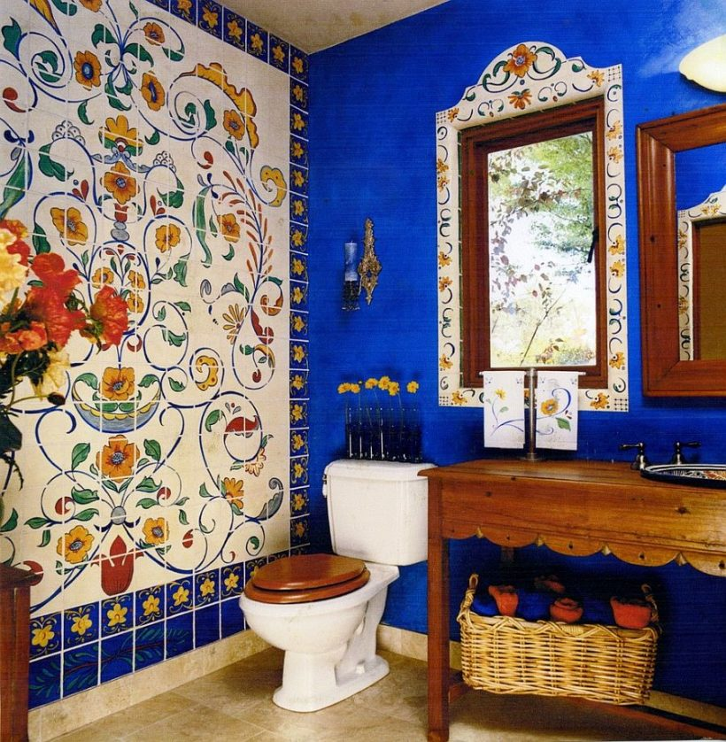 Faux mural de la pared del azulejo crea un punto focal de diversión en el baño