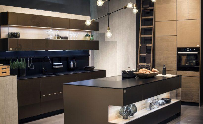 isla de cocina con shelfe abierta y hermosa iluminación LED