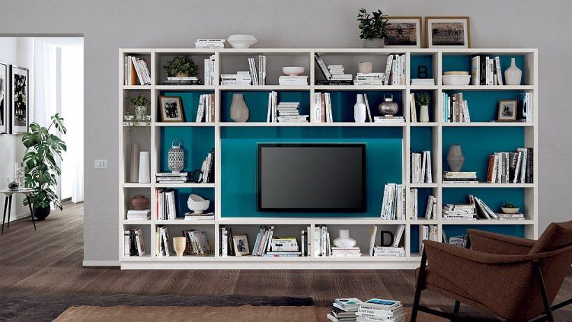 Inteligentny system ścian salonu w cały biały z pięknym niebieskim tle