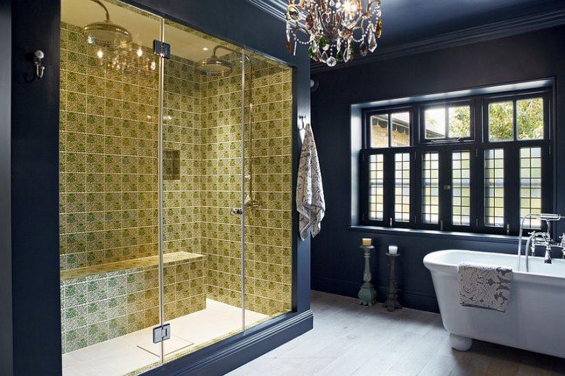 Azulejos de la ducha de contraste y traer un elemento de sorpresa para el ajuste