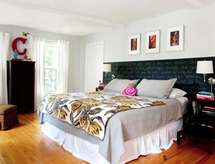 Vytvorte si vlastné umenie s tabuľu čelo postele.