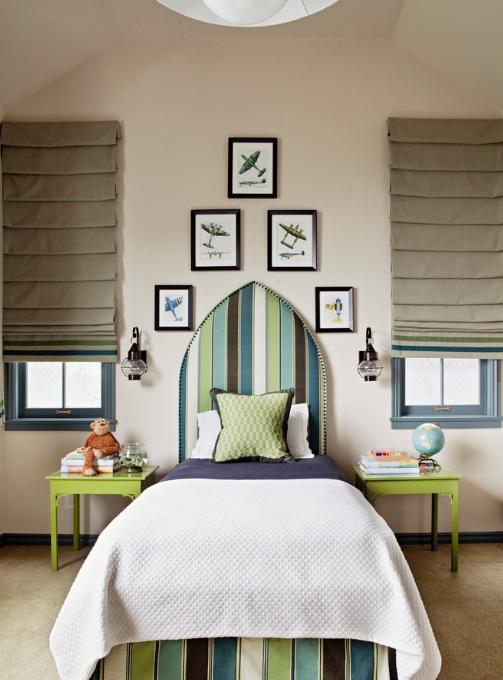 Rozhodnúť sa pre zábavu pruhované tkaniny v detskej izbe.