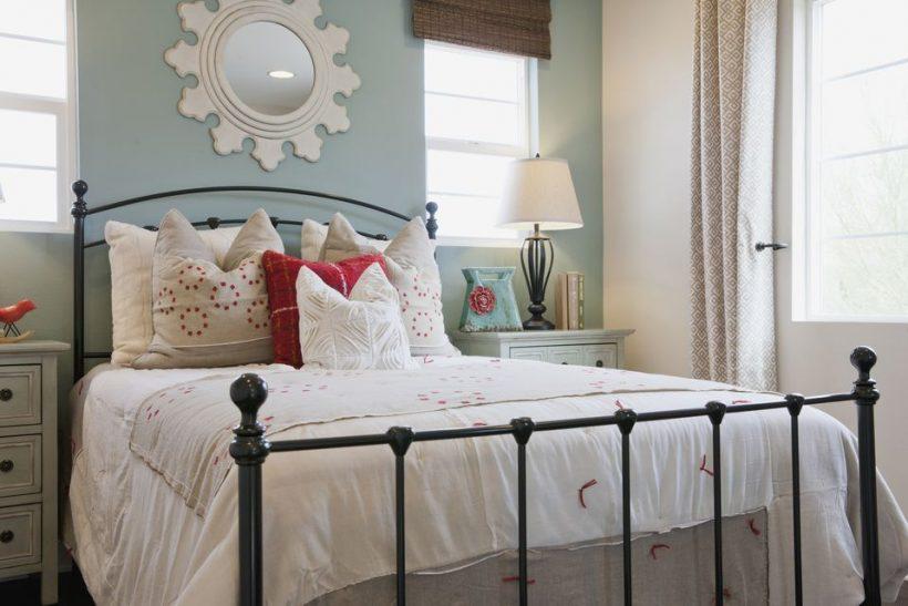 Как да украсят дрипав Chic Спалня
