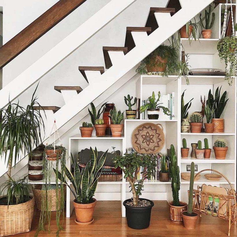 Erfinde Ideen für, dass der Raum unter der Treppe
