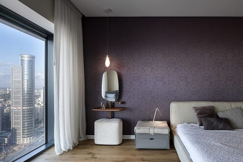 Сучасна спальня в білому і фіолетовому є пишною зупинить всю роботу