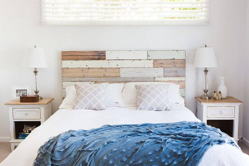 Custom DIY čelo pro ložnici v bílé a dřeva
