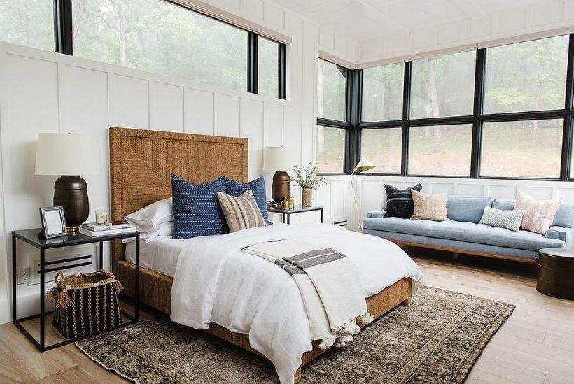 Віконні рами додати нотку чорного безтурботного спальні в білому і дерева